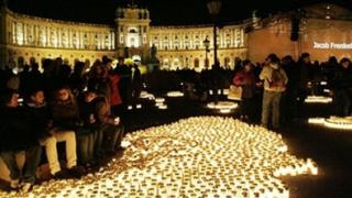 80 хиляди свещи запалиха в центъра на Виена за жертвите на нацизма