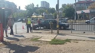 Моторист отнесе шофьорската врата на лека кола в София