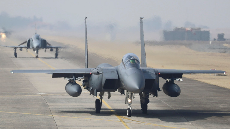 САЩ временно преустановиха изпълнението на две военни програми за обучение