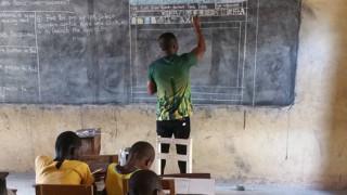 Учител от Гана се превърна в интернет сензация