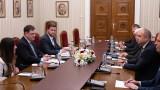 Радев към Пол Ахърн: Борба с корупцията изисква общи усилия