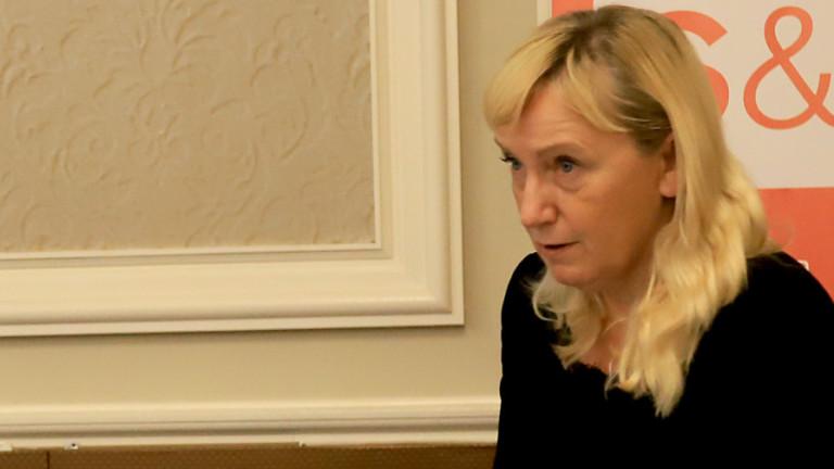Елена Йончева пристига и води евродепутати за разследване на полицейското насилие