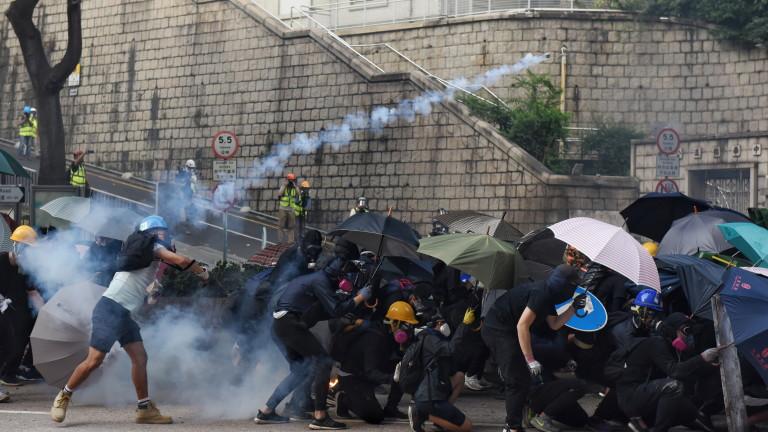 По-малко от 100 протестиращи останаха приковани в университет в Хонконг,