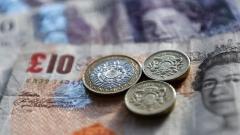 Паундът отново спада, еврото и златото леко растат