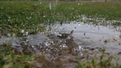 Десетки къщи са наводнени след преливане на дере във Великотърновско