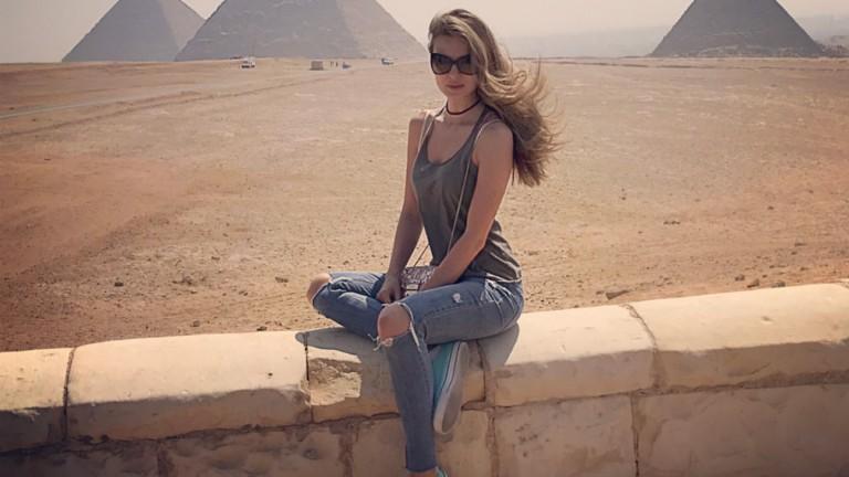 Топ моделът Диана Иванчева стигна до египетските пирамиди (СНИМКИ+ВИДЕО)