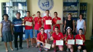 Бургаски математици със злато от международно състезание в Китай