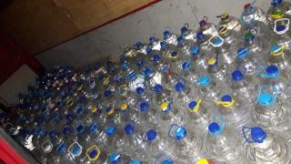 1.5 литра алкохол в туби, бутилки и бидони откриха свищовски полицаи