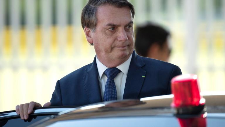 Повечето бразилци са против президентът Жаир Болсонару да подаде оставка,