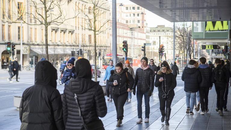 Швеция продължава да регистрира много повече жертви от останалите страни