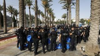 Абас зове САЩ да принудят Израел да махне метал детекторите в Йерусалим