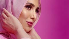 Модел с хиджаб рекламира продукти за коса