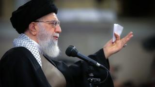 Иран помилва 50 000 затворници за 40-годишнината от революцията