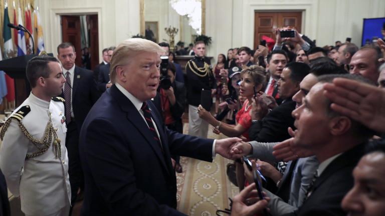 """Тръмп предлага арест за """"измяна"""" на конгресмена, ръководещ разследването за импийчмънт"""
