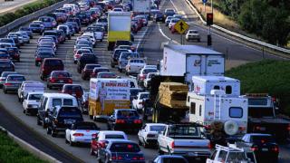 Засилен е трафикът по пътищата към София
