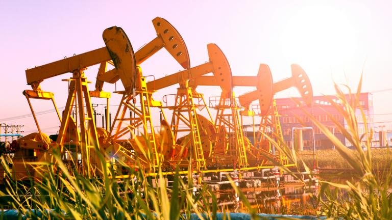 Цените на петрола с най-голям седмичен ръст от 2 години насам. И ще продължат да растат