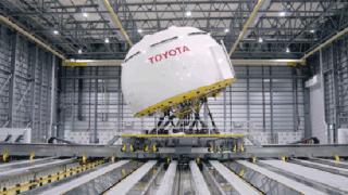 Toyota създаде огромен симулатор за шофиране.