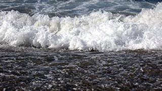 Рекордни вълни на бургаския плаж