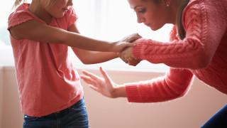 Шотландия първа на Острова може да забрани шамаросването на деца от родителите им