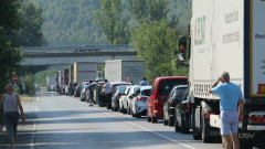 Катастрофа край Железница предизвика километрично задръстване
