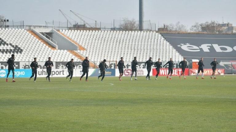 Седем юноши на Локо (Пд) се включиха в тренировката на мъжкия отбор