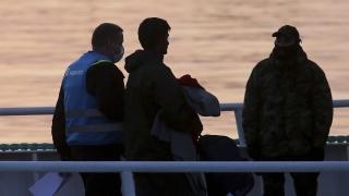 Гърция депортира мигрант, нападнал полицайка
