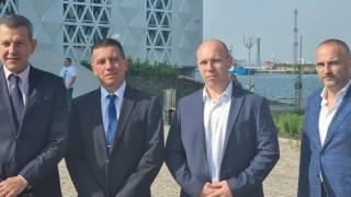 """Транспортният министър """"за"""" признаването на моряците за ключови работници"""