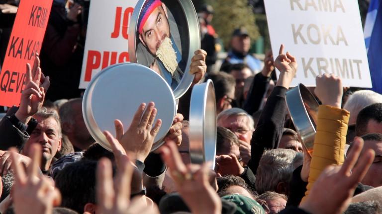 Многохиляден протест в Тирана срещу политиката на правителството