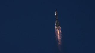 Трима китайски астронавти се завърнаха на Земята след 3 месеца в космоса