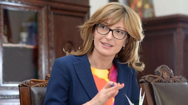 България няма да прави компромиси с Македония за историята, отсече Захариева