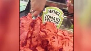 Сладолед с вкус на кетчуп, вдъхновен от Ед Шийрън