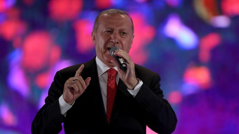 Турция задържа повече от 220 военни за връзки с Гюлен