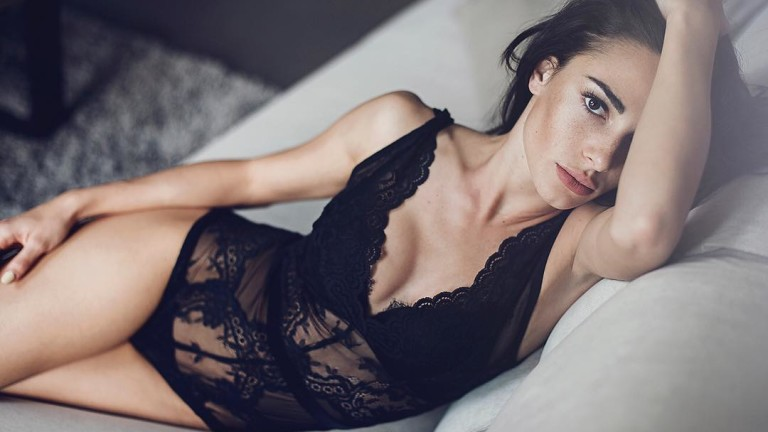 Петъчна доза сексапил