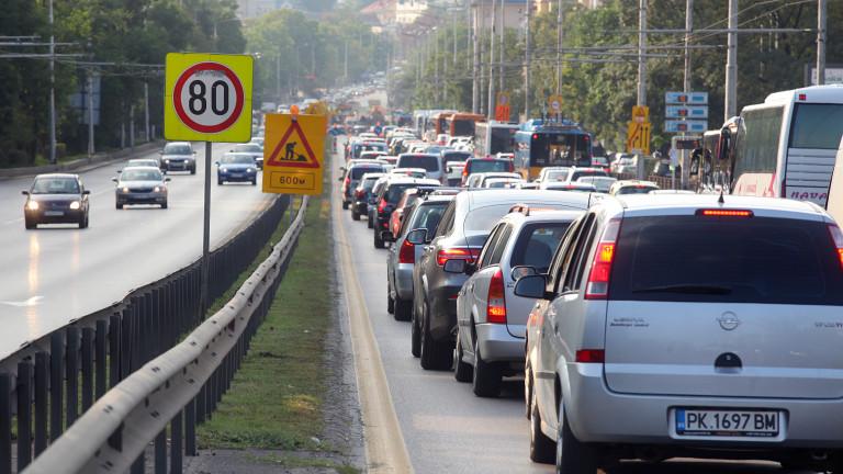 """Верижна катастрофа блокира """"Цариградско шосе"""""""
