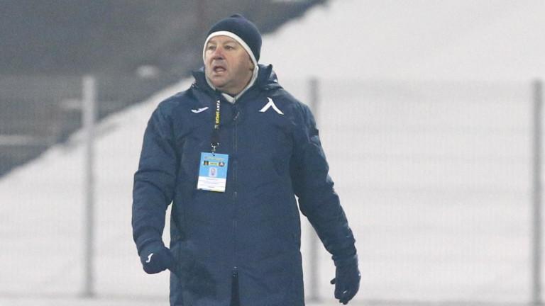 Стоянович дава шанс на още двама от школата на Левски