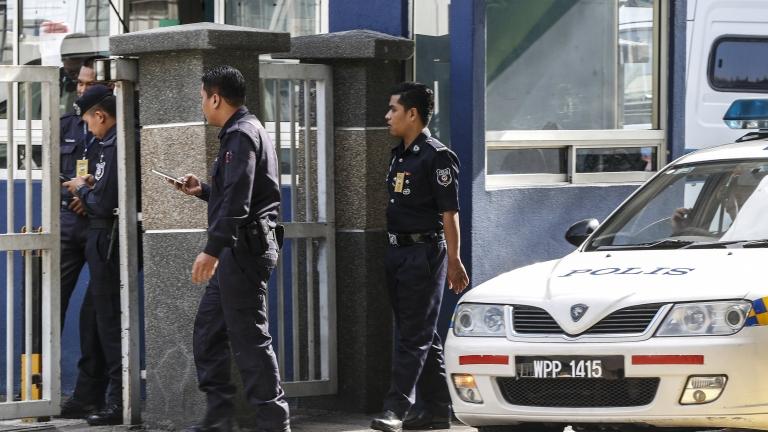 Полицията в Малайзия разследва случай на алкохолно отравяне, при който
