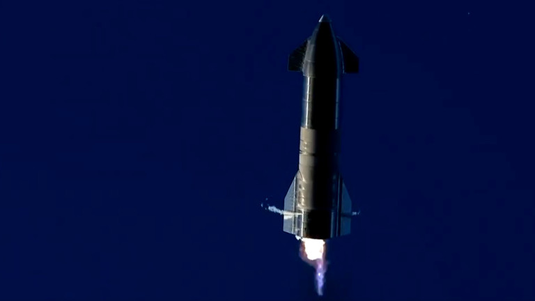 SpaceX Starship се взриви при тест над Тексас