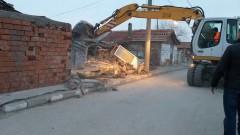 Ромите от Войводиново обжалват в съда бутането на незаконните им къщи