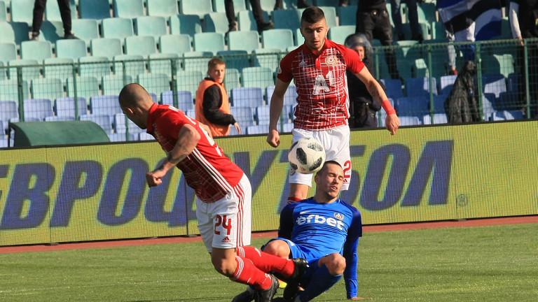 Снимка: 13 души задържани на мача Левски-ЦСКА