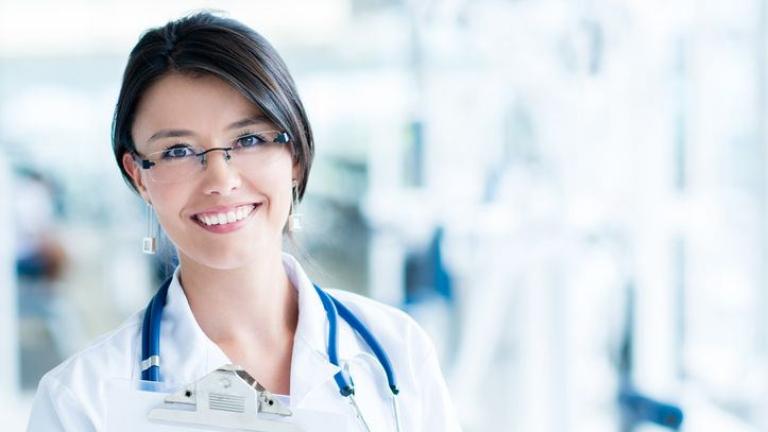 Снимка: Англия търси 40 000 медицински сестри. И се надява да намери такива от Източна Европа