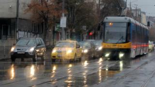 Дъждовно начало на седмица, опасност от градушки