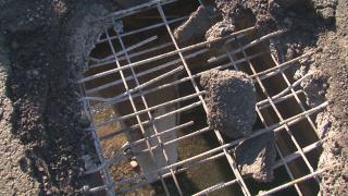 Дупка 1,5 на 1,2 м застрашава пътуващите по моста над река Ботуня
