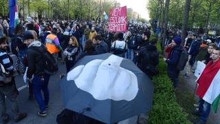 """Протестиращи унгарци зоват """"Да спрем Москва"""""""
