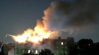 Огромен пожар в жилищен блок в Лондон