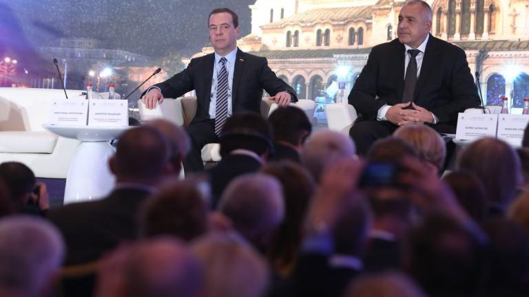 """Медведев """"се пошегува"""" с българския лев, като предложи да го вържем към юана"""