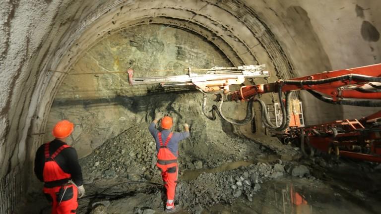 """Проектант: Малко вероятно е техническа грешка да е причинила срутването в тунел """"Железница"""""""