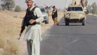 Десетки хиляди бягат от интензивни боеве в Афганистан