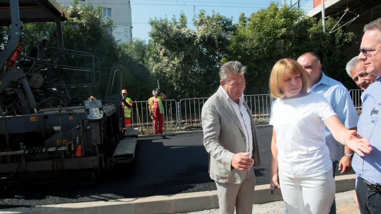 Фандъкова преборва Манолова с паркинги, градинки и прозрачност