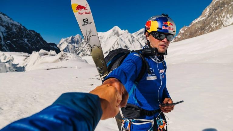 Да спуснеш К2 със ски