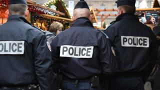 """С викове """"Аллах Акбар"""" психично болен намушка с нож евреин в Страсбург"""